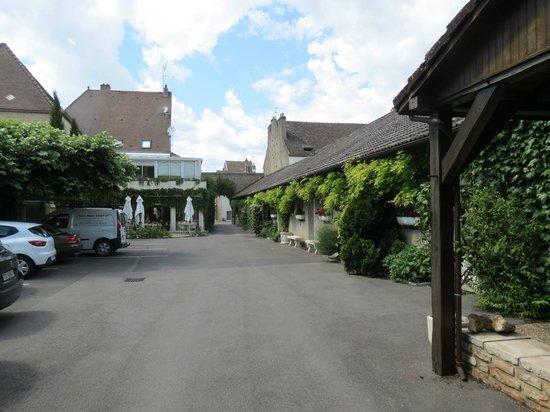 Hostellerie de Bretonniere : Entrée de l'hotel