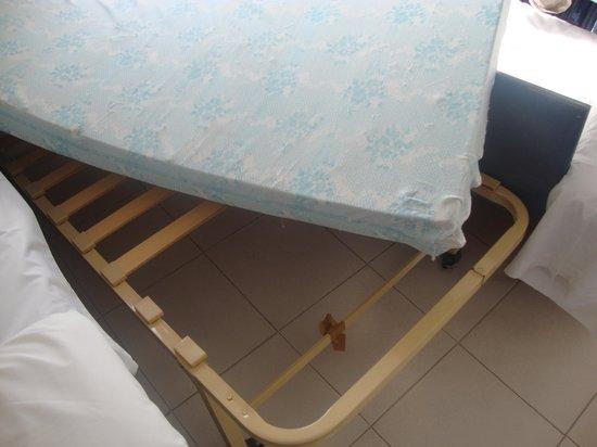Hotel ATH Roquetas de Mar: somier sofa cama