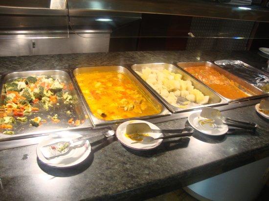 Hotel ATH Roquetas de Mar: esto es todo el buffet caliente