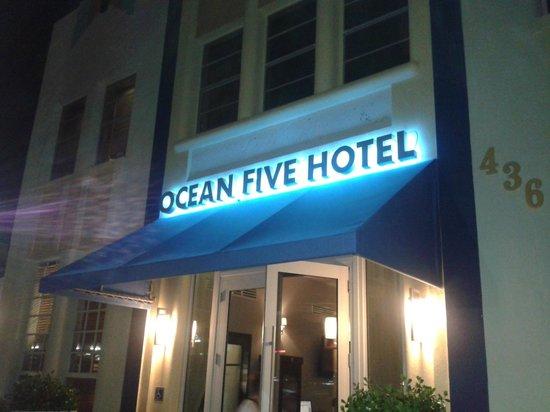 أوشن فايف هوتل: OUTSIDE OCEAN FIVE HOTEL
