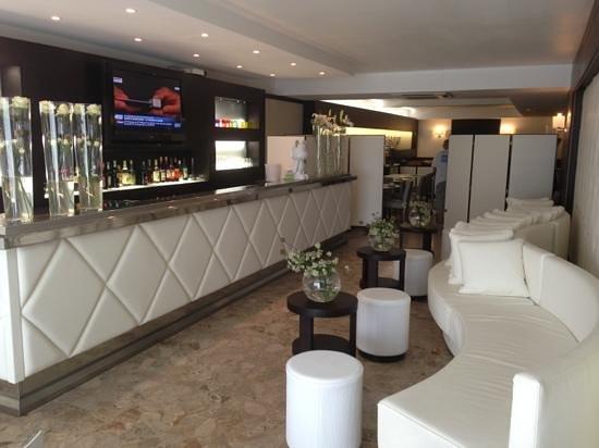 Hôtel Revellata: le bar de l'hôtel.