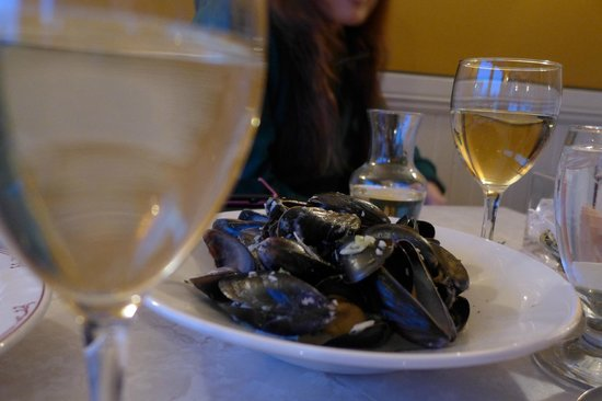 Le Frolic Bistro Bar : Mussel nighit で 白ワイン+Mussel=15~16ドル