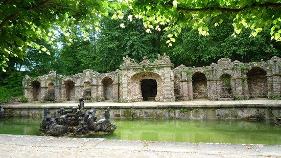 Hermitage Castle (Altes Schloss Ermitage): les grottes