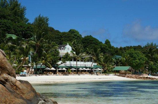 Hotel L'Archipel: Blick auf Hotel und Strand