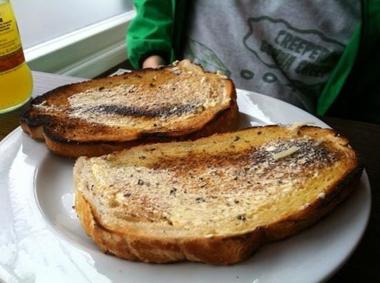 Bella Luna Italian Restaurant & Pizzeria: garlic bread???
