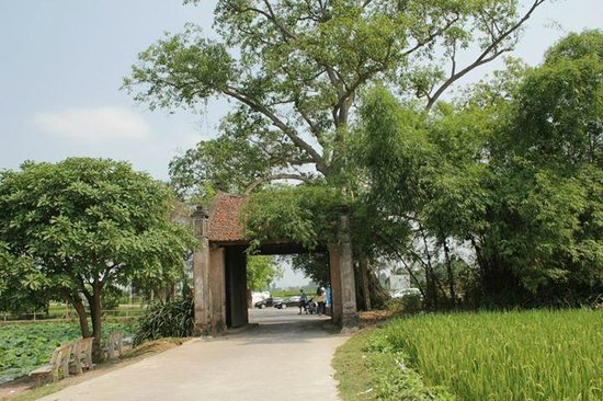 Duong Lam Ancient Village: The main gate