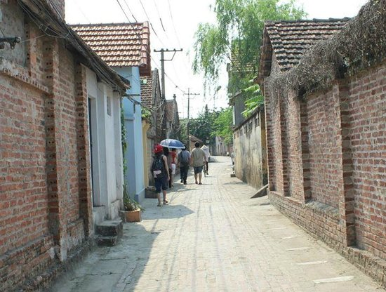 Duong Lam Ancient Village: Road