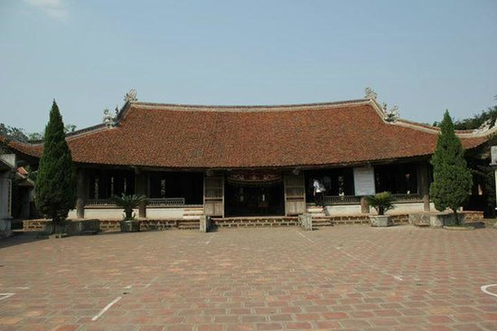 Duong Lam Ancient Village: Temple