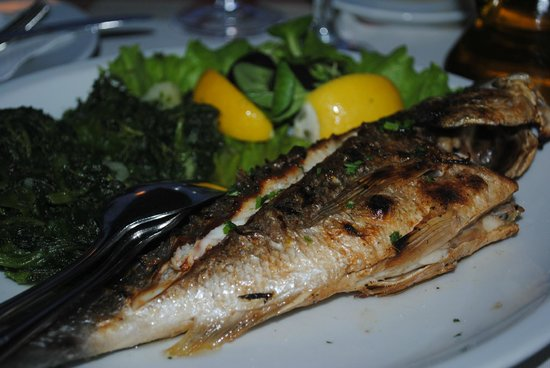 Restaurant Amigos: an excellent grilled dorade with spinach and potatoes