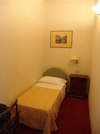 Hotel Villa Kinzica: Tercera cama en habitación triple