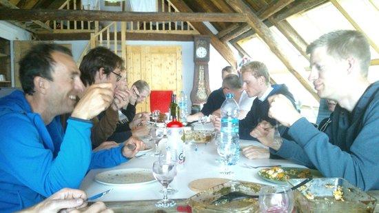 Chalet Lingayoni : samen eten in de Loft