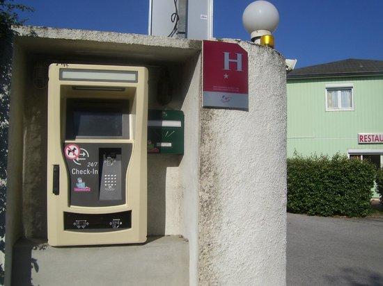 Fasthotel Perpignan: la boite à surprise qui délivre la clef