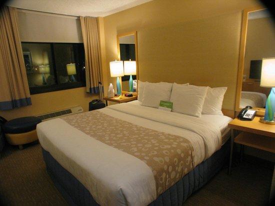 La Quinta Inn & Suites LAX: Habitación