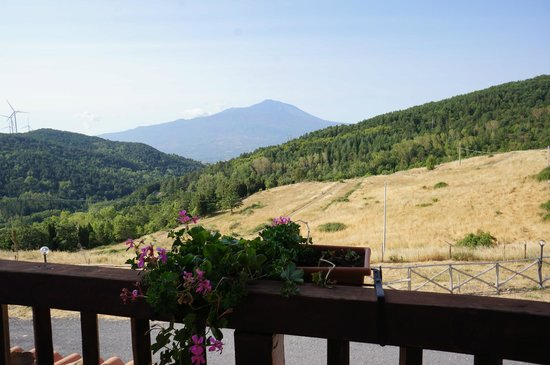 Agriturismo Il Noceto: View of Mount Etna from room