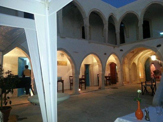 Restaurant elfondouk : La cour le soir