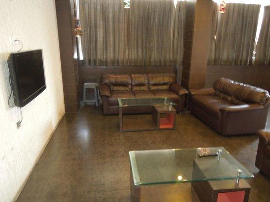 Hotel Meera Inn: Waiting Lounge