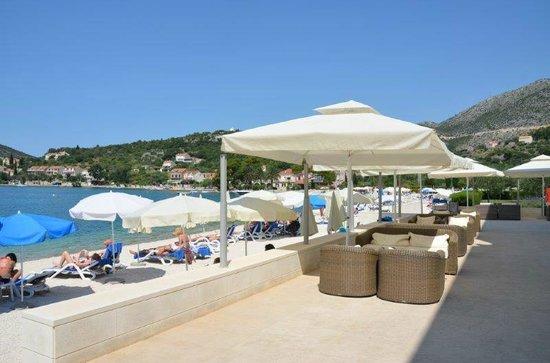 Admiral Grand Hotel : Lounge und Strandbereich