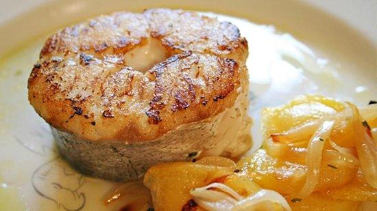 Restaurante San Ignacio: Tronco de merluza a la plancha con patatas panadera