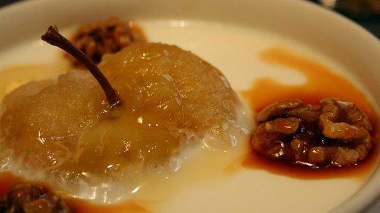 Restaurante San Ignacio: Capricho vasco (manzana con cuajada, nueces y miel)
