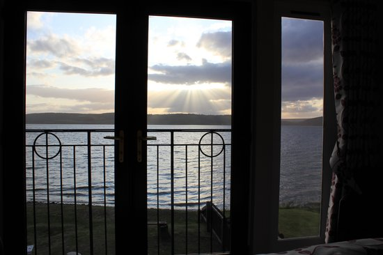 Beach Cottage B&B: view from the bed