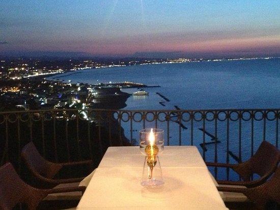 La vista dalla terrazza panoramica.. - Foto di Ristorante ...