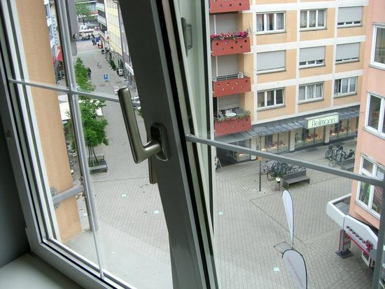 Best Western Hotel Goldenes Rad: The streets below are mostly pedestrian.