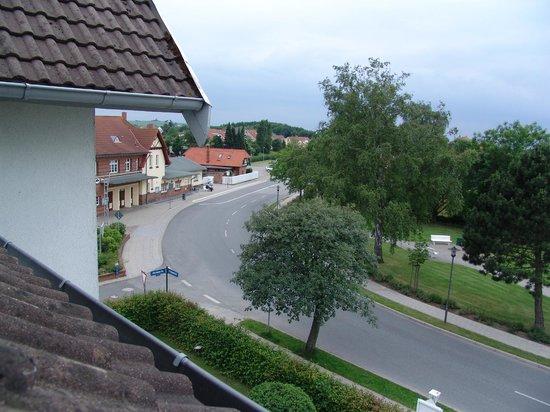 Ostseehotel Scandinavia: Hauptstraße und Molli-Bahnhof