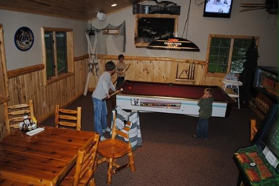 Paradise Resort: Loft in the lodge with games.