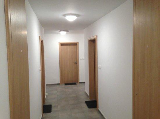 Hotel Pinjola: Rooms corridor