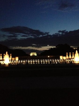 Smithsonian National Mall Tours: WWII Memorial looking back to Lincoln Memorial