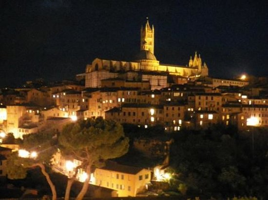 Residenza San Domenico: The Duomo complex by night