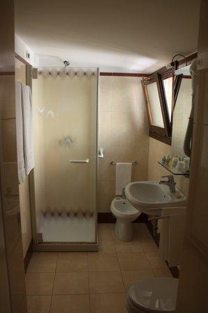 Hotel Adriatico: Baño