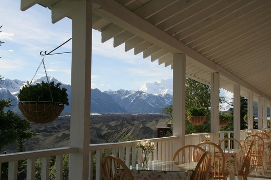 Kennicott Glacier Lodge: view from the porch