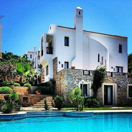 Marphe Hotel & Suites: Havuzdan