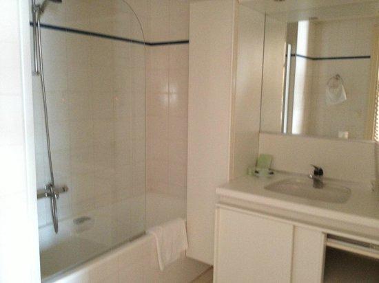 Warwick Reine Astrid - Lyon: Salle de bains en marbre