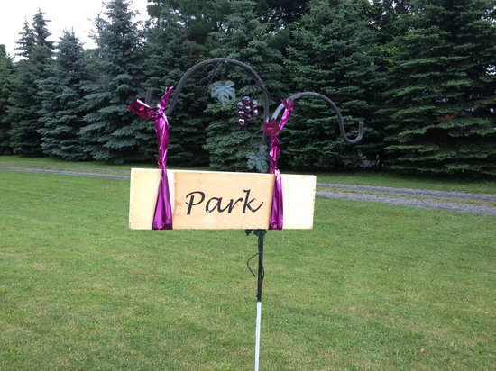 Cayuga Lake Front Inn: Cute Parking Signs