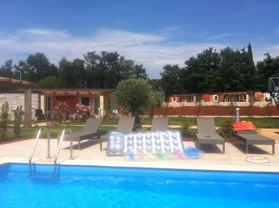 ‪‪CampingIN Park Umag‬: je 5 bis 6 Mobile-Homes mit eigenem Pool‬