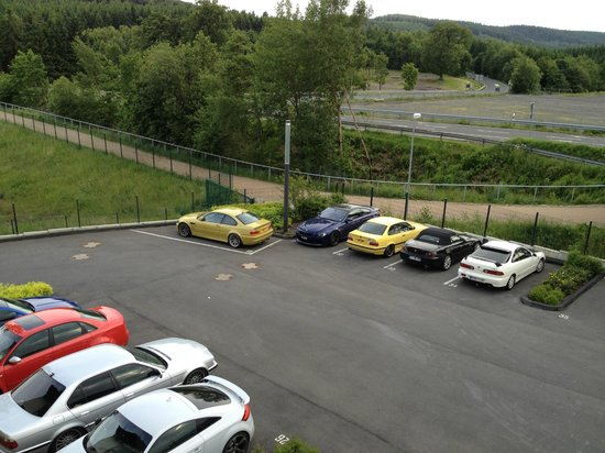 Lindner Hotel Eifeldorf Gruene Hoelle Nuerburgring : Great car park