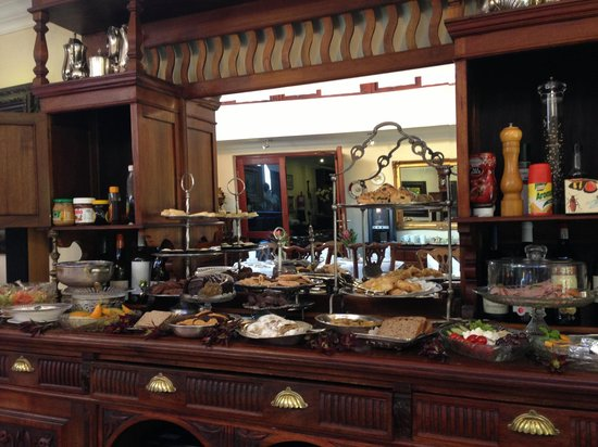 The Oasis Boutique Hotel: The breakfast goodies!