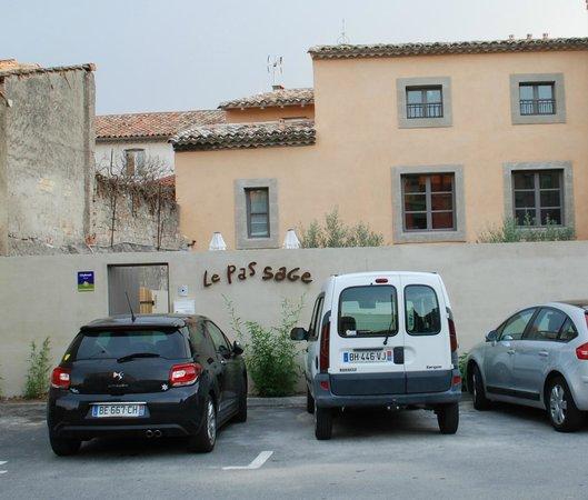 Le Passage : parking gratuit - free parking