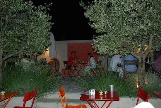 Le Passage: jardin de nuit - garden by night - jardin por la noche