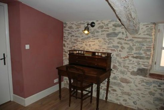 Le Passage : coin bureau - bedroom : desk -