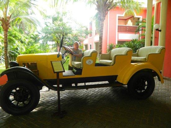 Diamonds Dream of Africa: an old safari car