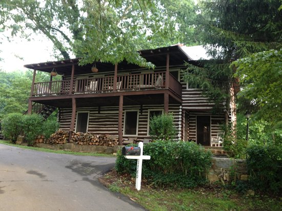 The Pines Country Inn: Two story cabin
