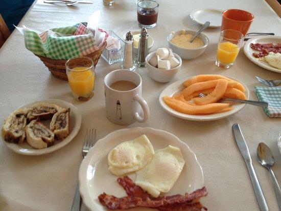 Pines Country Inn: Breakfast!!!!