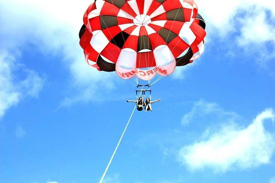 Sammy Duvall Watersports Centre : Parasailing :D
