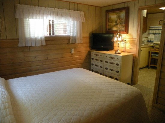 Wagon Wheel RV Campground and Cabins: Bedroom