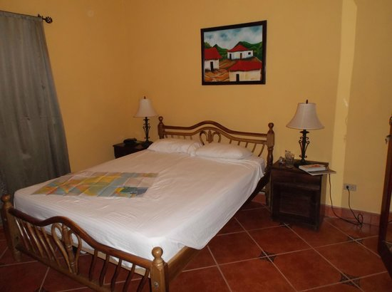 Hotel Xalteva: Front bedroom - Room 103