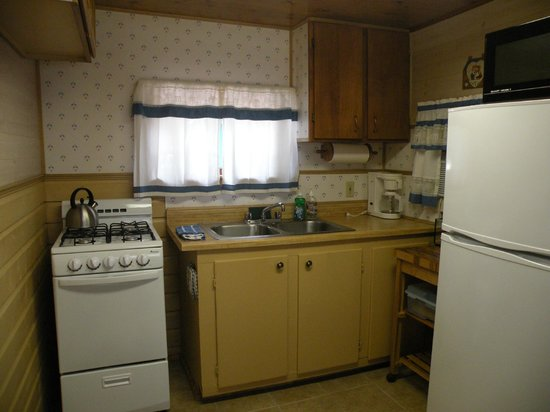 Wagon Wheel RV Campground and Cabins: Kitchen