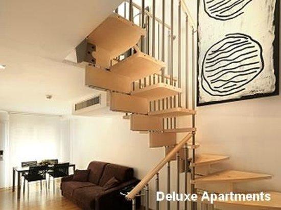 Hotel Playafels : Salon Comedor y escaleras Apartamentos Deluxe Playafels